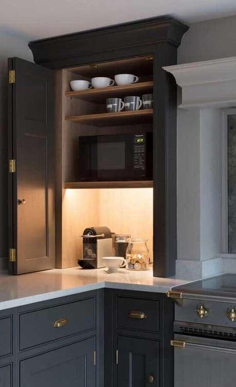 12. Cantinho do café na cozinha planejada com armários cinza – Foto: Webcomunica