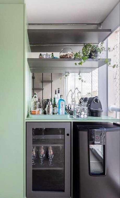 22. Decoração moderna para cantinho do café em varanda gourmet planejada – Foto: Webcomunica