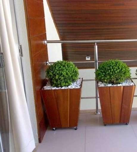 16. Vasos de madeira são lindos e combinam com todos os ambientes.