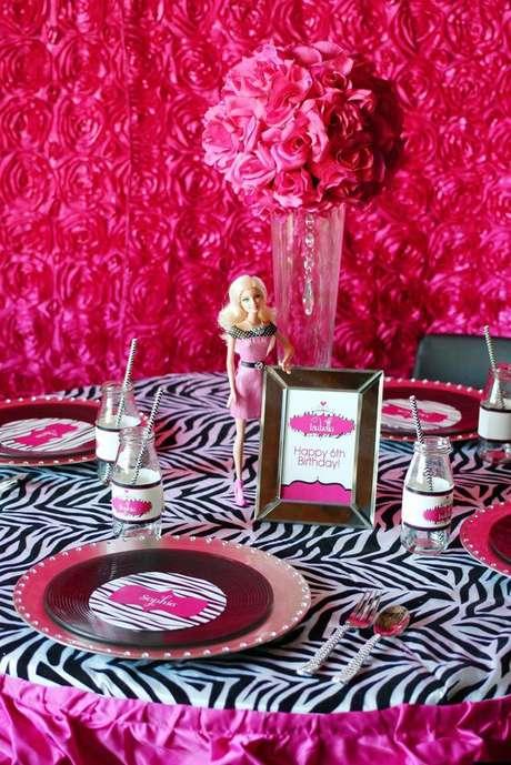 33. Decoração de festa da barbie fashionista – Por: Pinterest