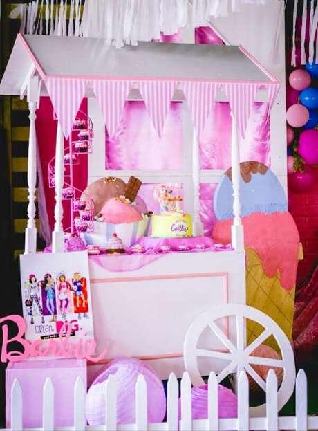 35. Carrinho de doces para decorar a festa da barbie com muita criatividade – Por: Karas Party Ideas