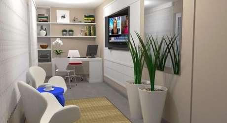 29. Decoração de home office com vasos de plantas brancos.