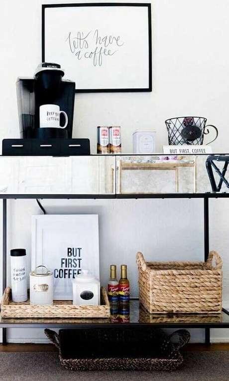 42. Decoração para aparador para café com decoração moderna – Foto: Pinosy