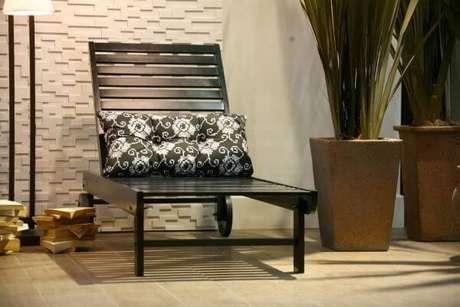 4. A almofada para cadeira de madeira – Por: Expor e Vestir