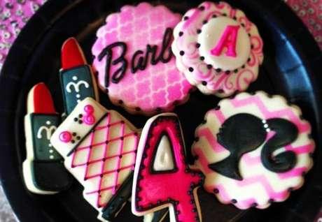 44. Docinhos personalizados com o tema da festa da barbie – Por: Pinterest
