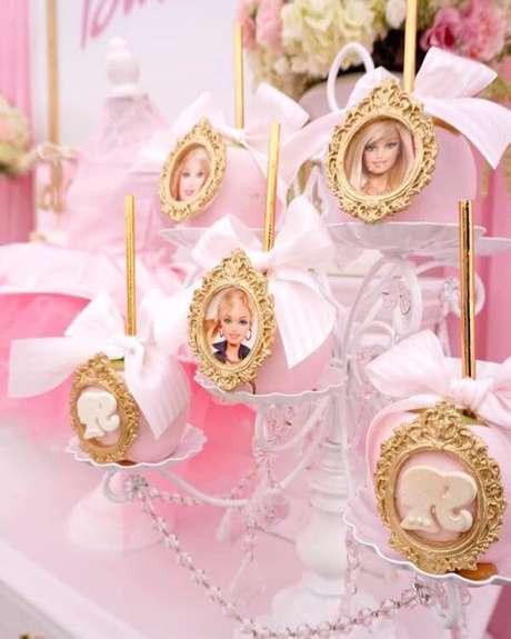 48. Doces personalizados para festa da barbie – Por: Karas Party Ideas