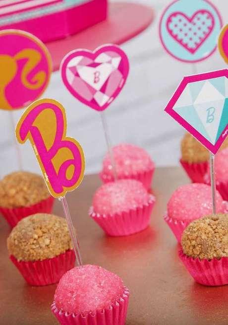 47. Doces personalizados para festa da barbie – Por: Pinterest