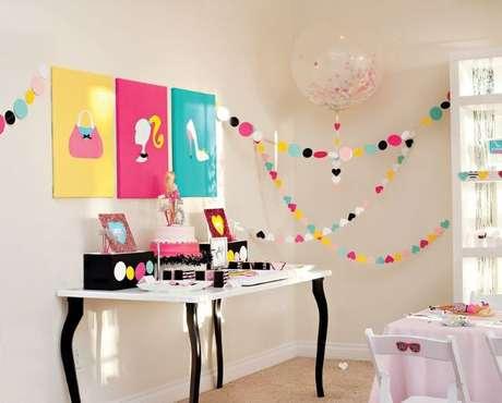51. Decoração de festa da barbie colorida – Por: Pinterest