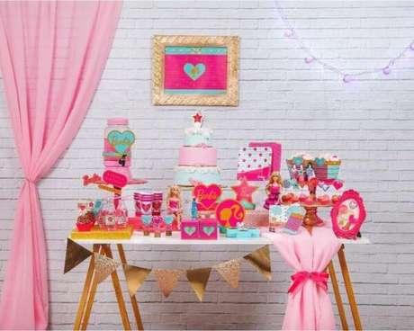 52. Festa da barbie com bonecas – Por: Pinterest