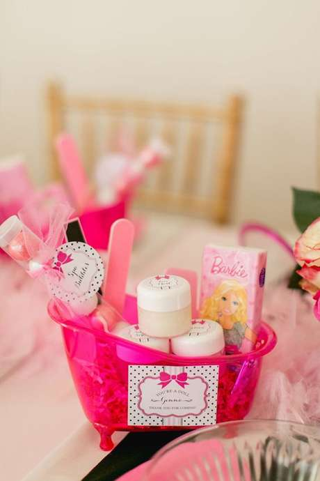 53. Festa da barbie com decoração na mesa dos convidados – Por: A Minha festinha