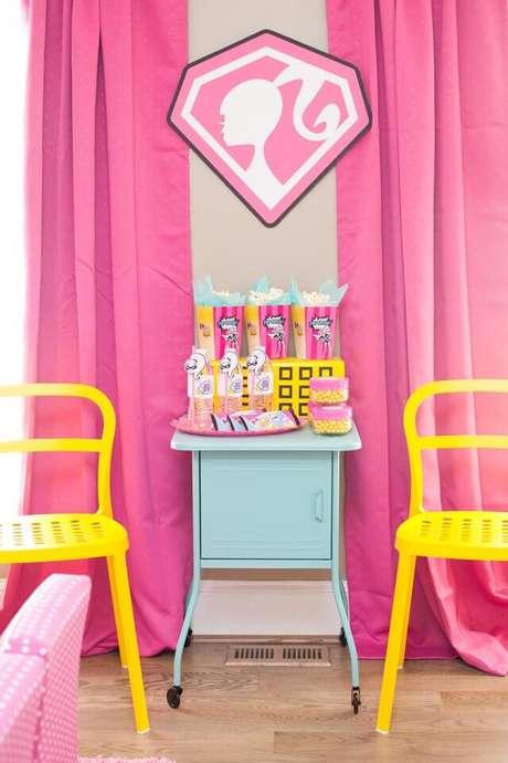 55. Pipocas, bolo, balas… Monte uma mesa na festa da barbie exclusiva para esse tipo de doce – Por: Pinterest