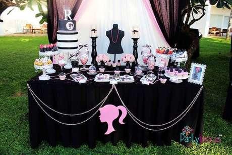 56. Festa da barbie preto e rosa – Por: Pinterest