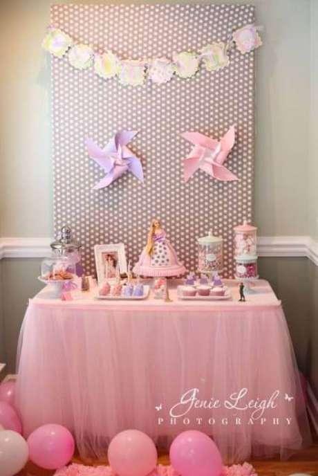 66. Festa da barbie princesa com bolo da boneca – Por: Janie Leigh