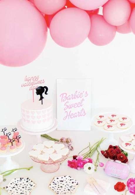 70. Festa da barbie simples e barata com detalhes lindos – Por: Pinterest