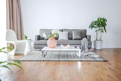 37. Decoração de sala clean com vasos de plantas para sala