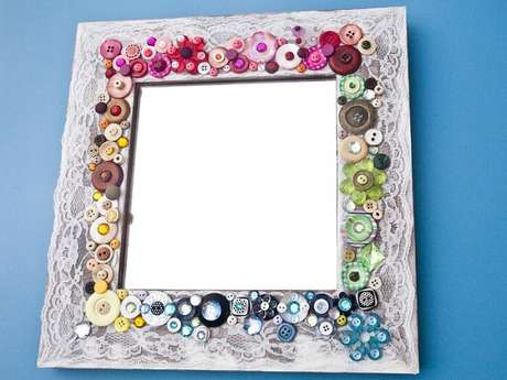 42. Moldura feita com botões coloridos. Fonte: Elo7