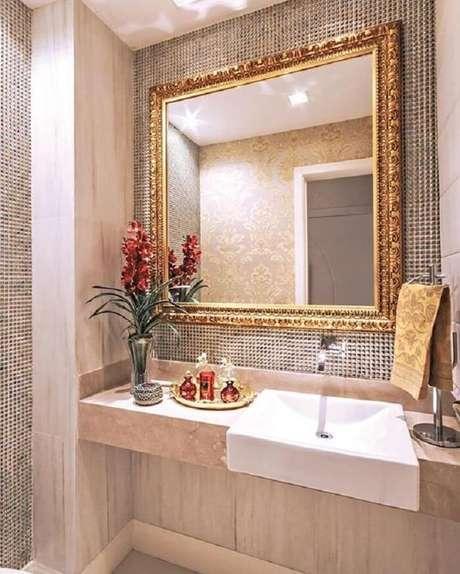 25. Moldura para espelho de banheiro com acabamento delicado. Fonte: Viminas