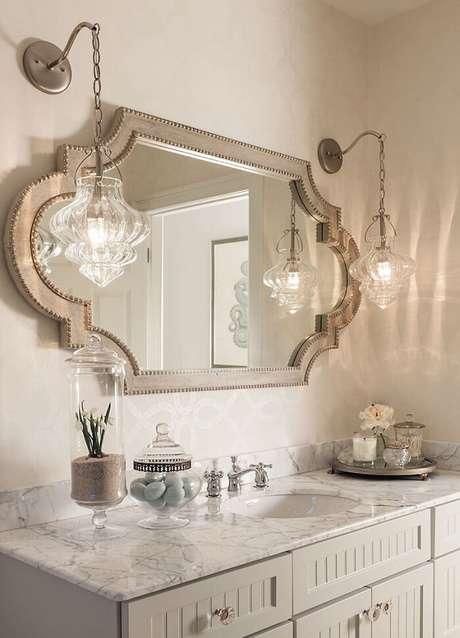 26. Moldura para espelho de banheiro com design delicado. Fonte: Pinterest