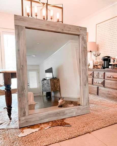 1. Moldura para espelho feito em madeira. Fonte: Pinterest