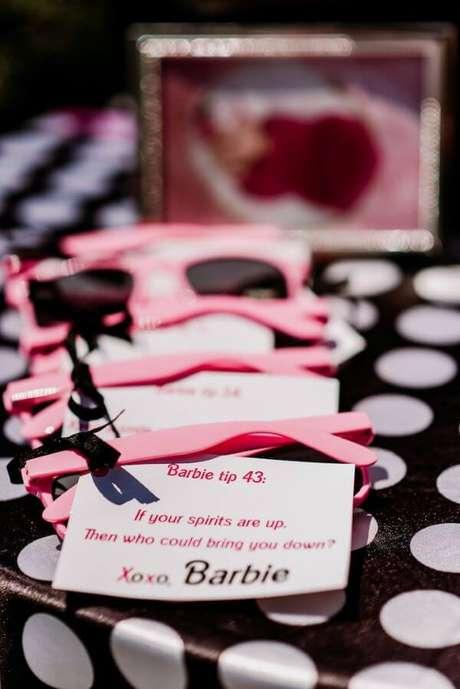 18. Óculos de sol para festa da barbie – Por: Karas Party Ideas