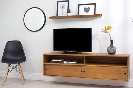 1. O rack suspenso é um móvel típico da decoração moderna. Foto: Meu Móvel de Madeira