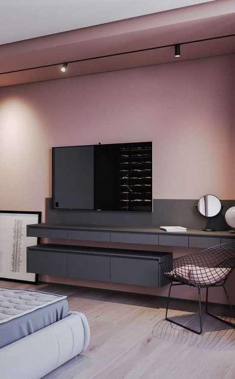 27. O rack suspenso preto é elegante e moderno. Foto: Decor Fácil