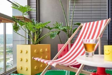 50. Vaso lego para plantas cria um ambiente divertido na casa. Fonte: Pinterest