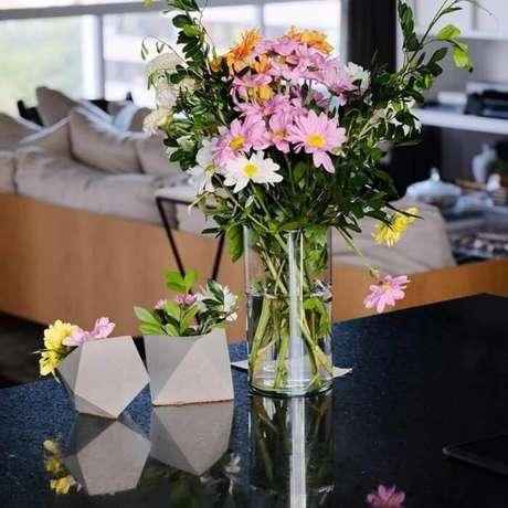 68. Vasos com formato geométrico feito de concreto. Fonte: Pinterest