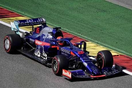 Kvyat critica a performance de estreia de Alex Albon na Red Bull