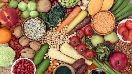Adotar uma dieta variada é essencial, alertam especialistas