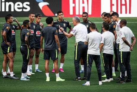 Tite reuniu o grupo durante o treino (Foto : Pedro Martins/Mowa Press)