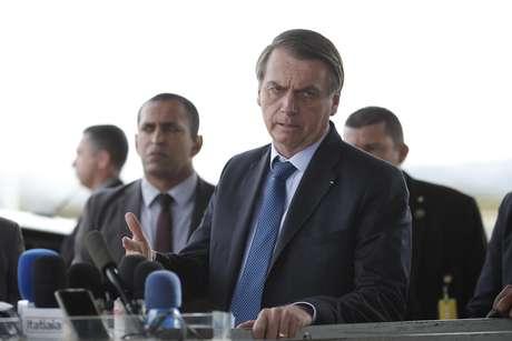 Na segunda-feira (1º), presidente da República, Jair Bolsonaro, parou para fala com a imprensa no Palácio da Alvorada, como de costume