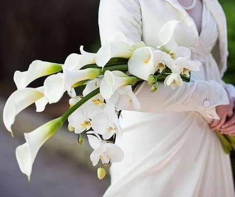 3. Buquê de copo de leite para casamento – Por: Pinterest