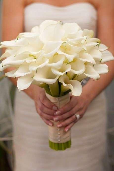 11. Buquê de copo de leite para noivas clássicas – Por: Pinterest