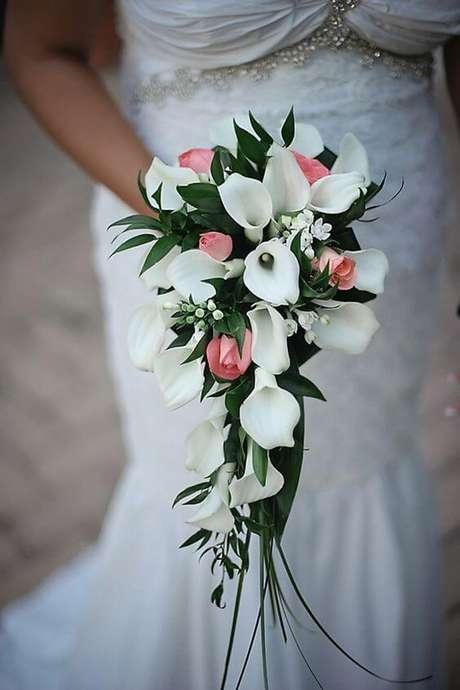 14. Misture o copo de leite com outras flores para ter arranjos lindos! – Por: Pinterest