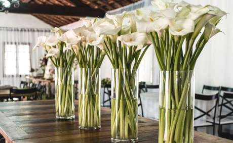 25. Use a flor copo de leite na sua decoração de casamento – Por: Pinterest