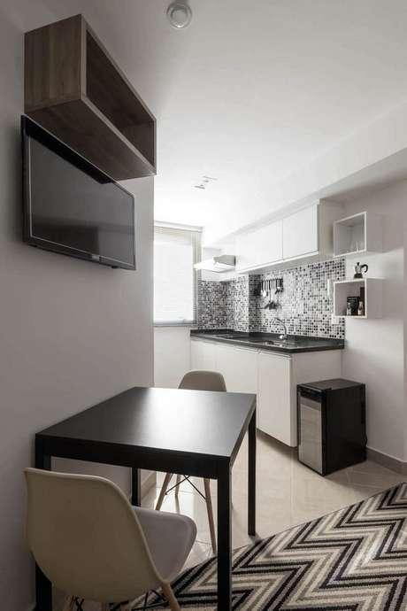69. Os nichos de madeira são perfeitos para casas pequenas. Projeto de Decoradoria Decoração Online