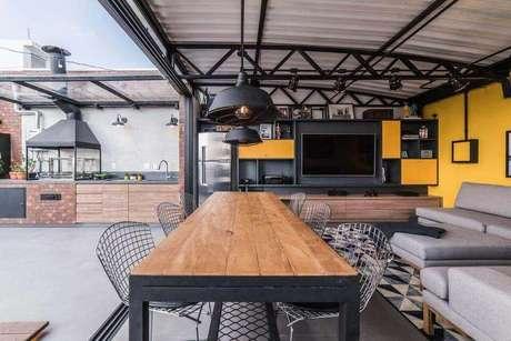 32. Armários e outros móveis podem vir com nichos de madeira embutidos. Projeto Pietro Terlizzi