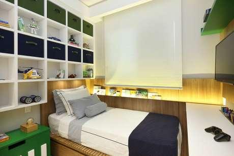 55. Os nichos de madeira brancos são mais comuns em quartos infantis. Projeto de Bordin & Soares