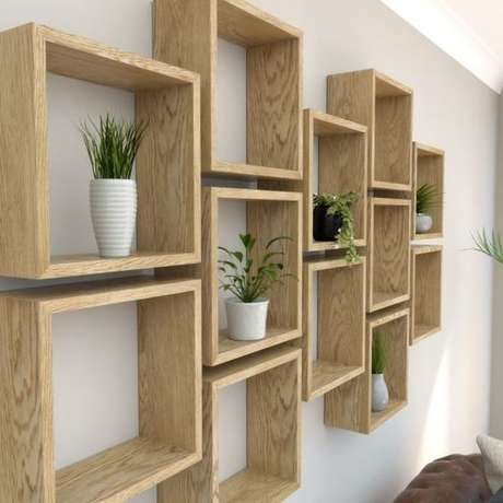 19. Os nichos de madeira são ótimos elementos decorativos. Projeto de BespOak Interiors