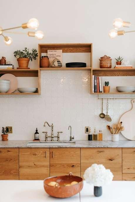 5. Os nichos de madeira para cozinha devem ficar longe da umidade. Foto: Revista Viva Decora.