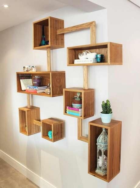 2. Muitas composições podem ser feitas a partir dos nichos de madeira. Projeto deCéline Desroches