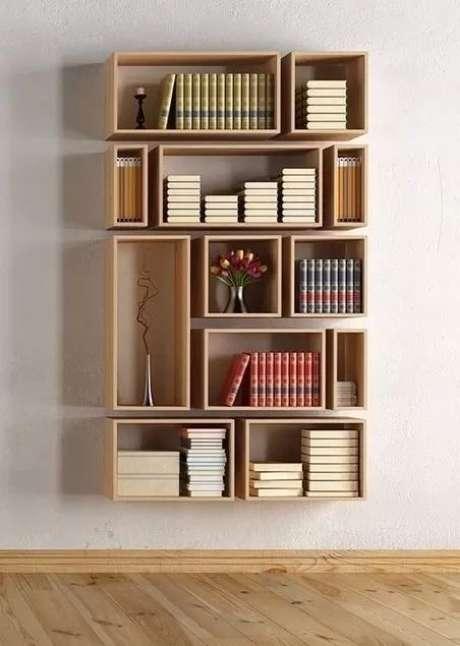 18. Os nichos de madeira podem ser utilizados para formar uma estante. Foto: Revista Viva Decora.