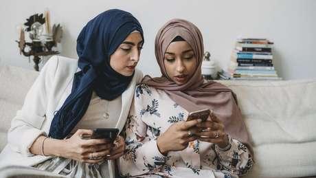 O tempo gasto nas redes sociais aumentou na maioria dos países pesquisados