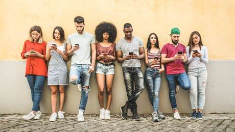 Jovens de 16 a 24 anos são os usuários de rede social que mais passam tempo neste tipo de serviço