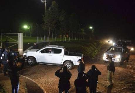 O grupo tentava chegar a Foz do Iguaçu, no Brasil, mas acabou cercado pela polícia em Encarnación, ainda em território paraguaio