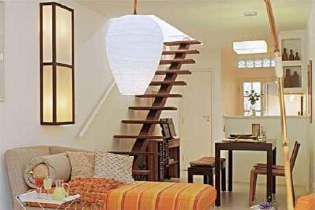 15. As escadas flutuantes podem ser muito aproveitadas em casas pequenas. Fonte: Pinterest