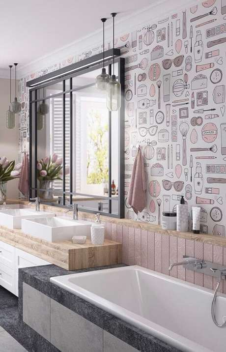 20. Banheiro feminino decorado com papel de parede com desenhos de itens femininos como pincéis, maquiagem e óculos de sol – Foto: Behance