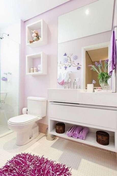 35. O lilás também é uma cor super delicada e muito utilizada para a decoração de banheiros femininos – Foto: Wood Save