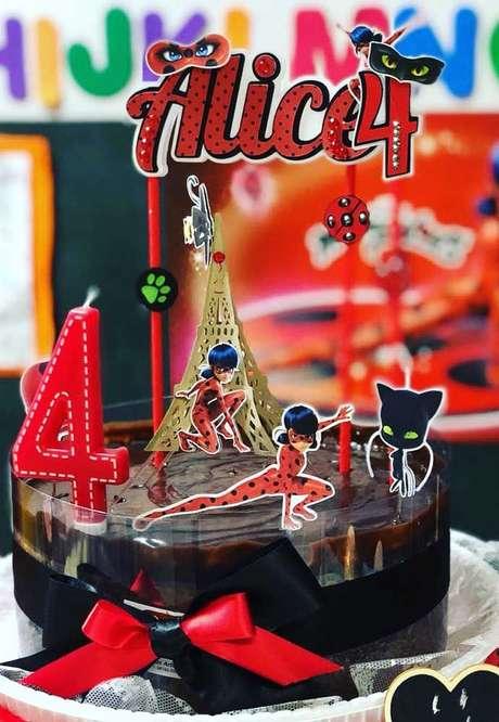74. Detalhes do bolo de festa ladybug – Por: Decor Festa
